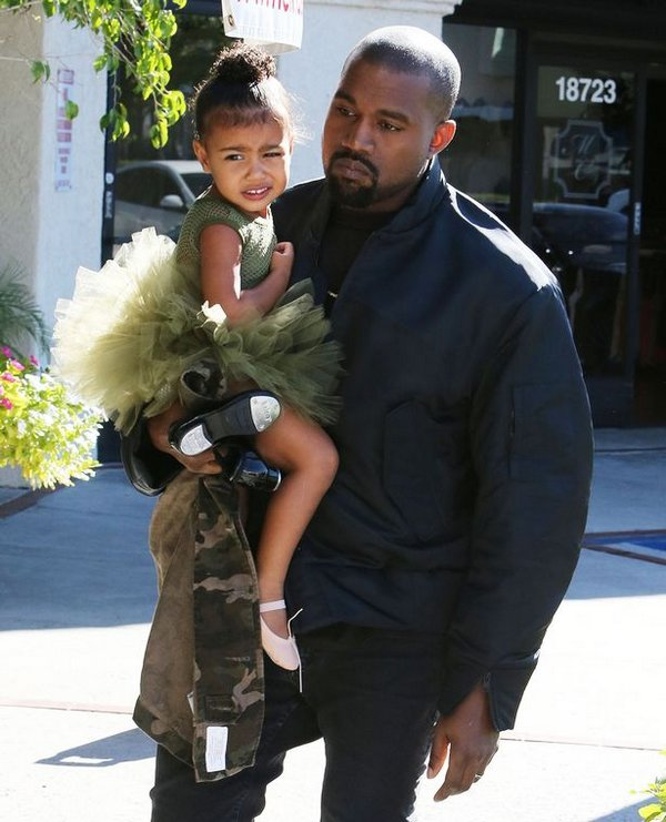 Kanye-West-take-their-daughters-Penelope-and-North-to-ballet-class-in-Los-Angeles