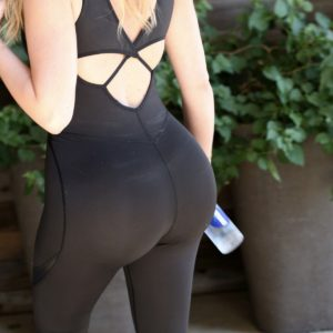 Khloe Kardashian ass yoga pants (10)