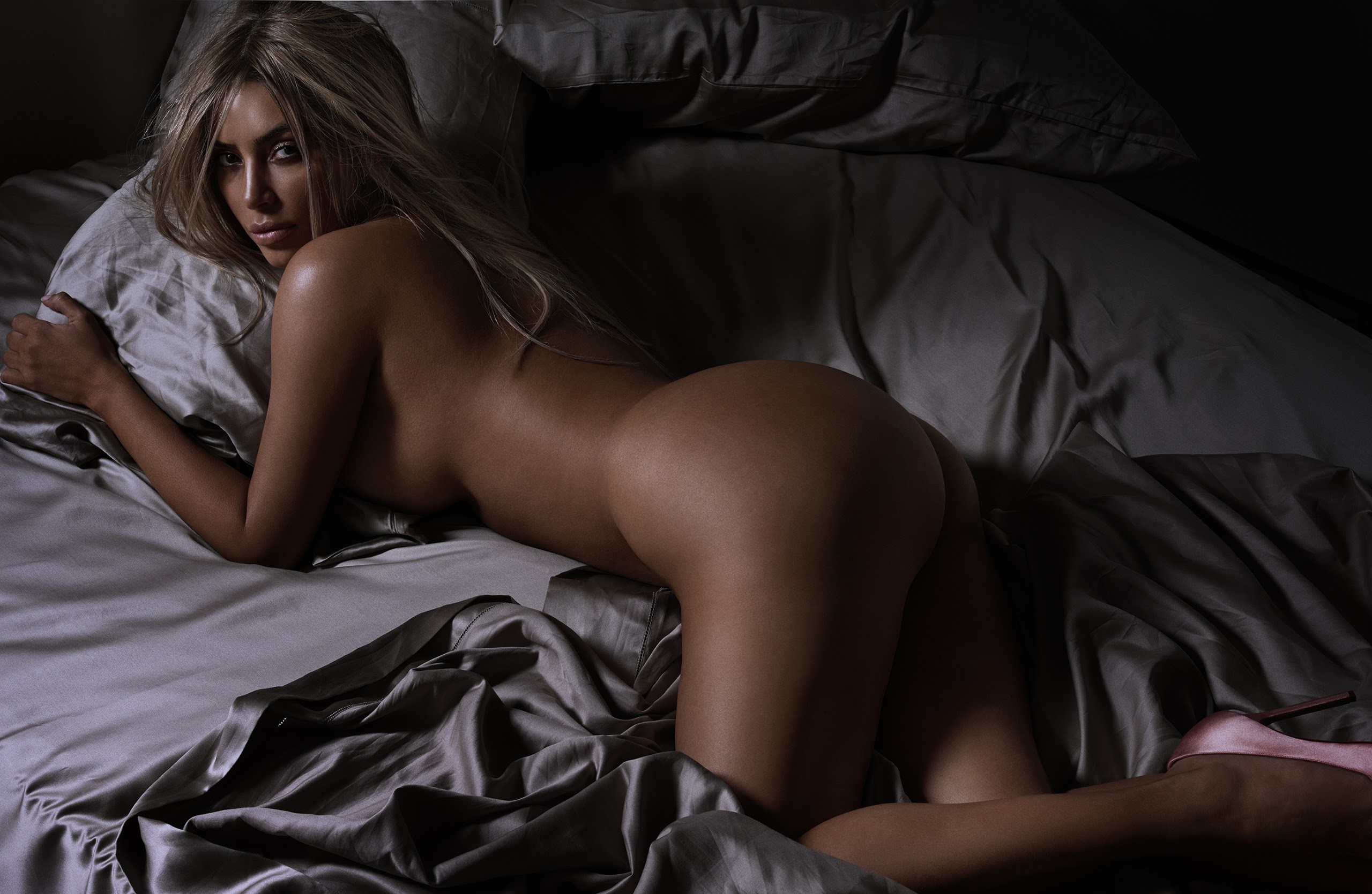 Naked girl butt action