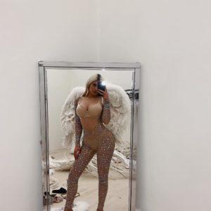 Kylie Jenner Angel selfie